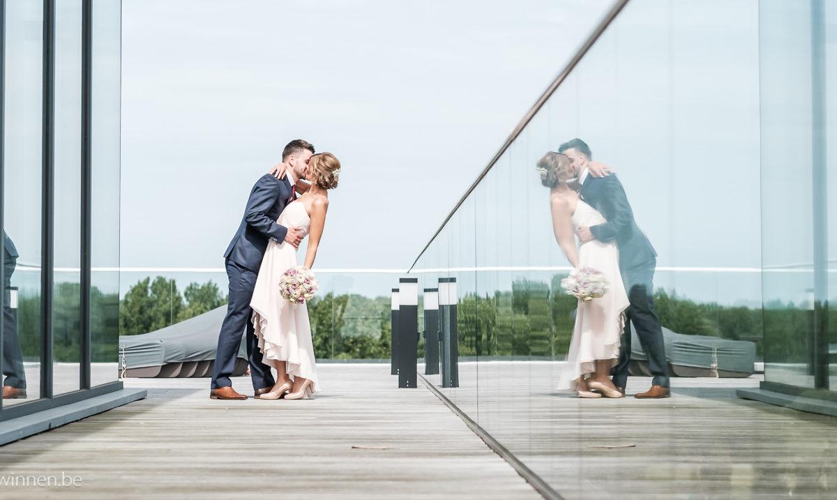 Reflecties van passionele kus op het dak van Waterleau