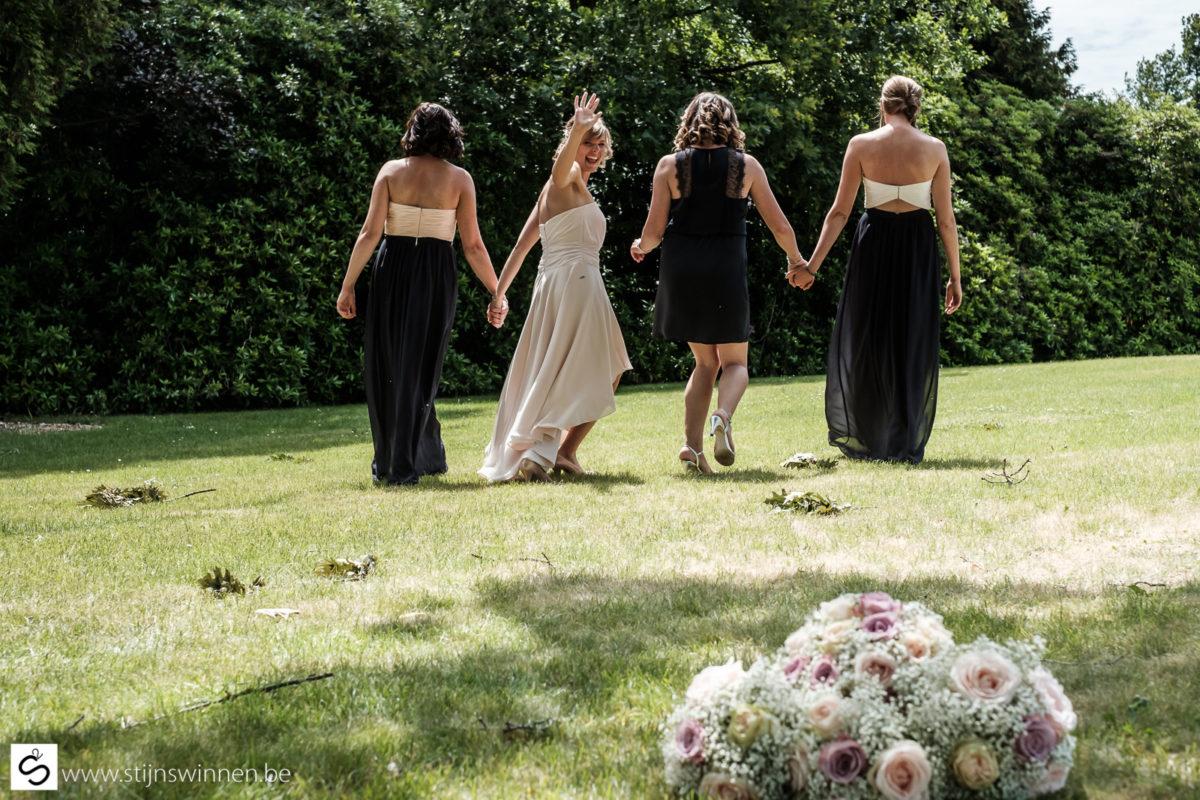 Bruid en vriendinnen