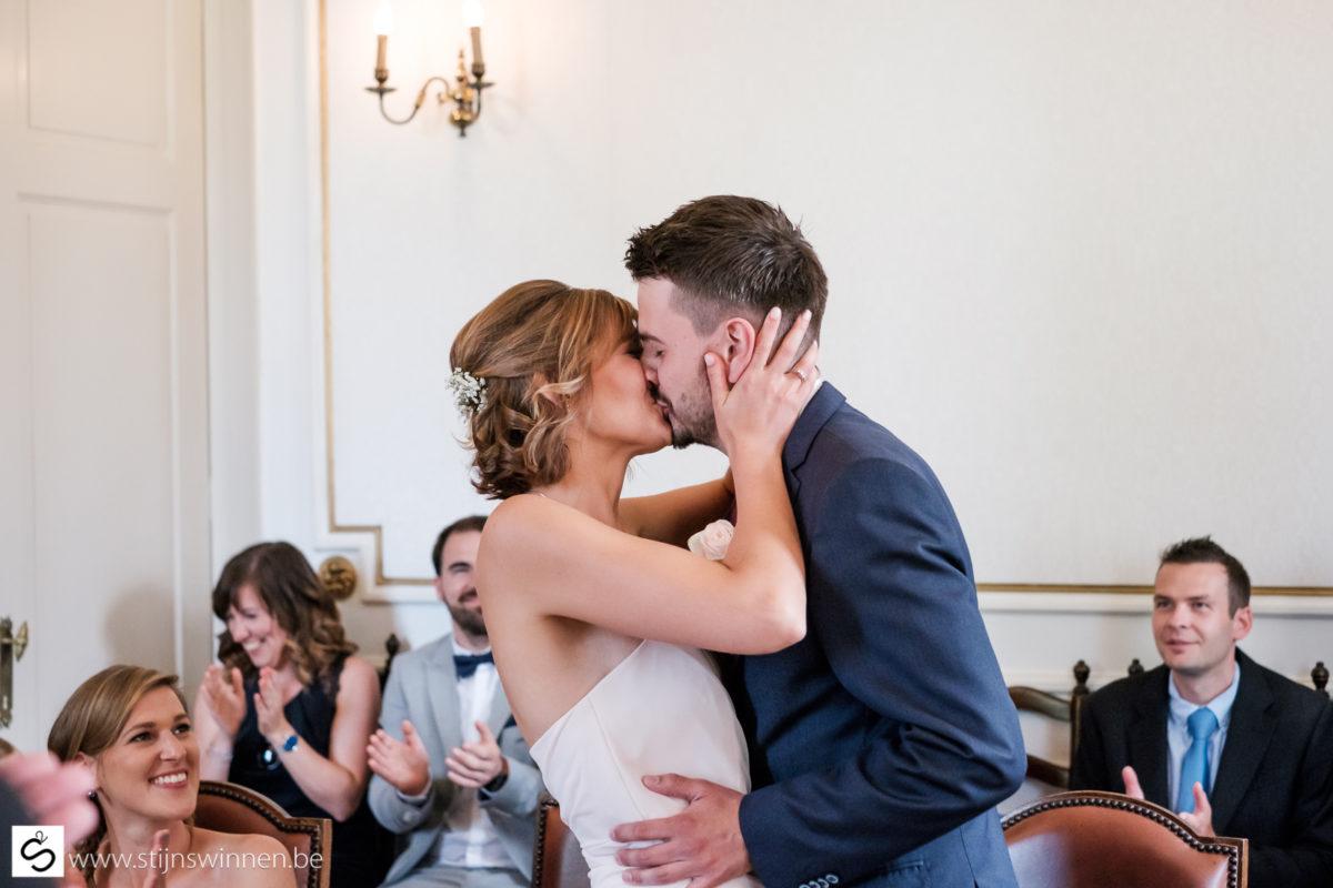 De kus na het ja-woord