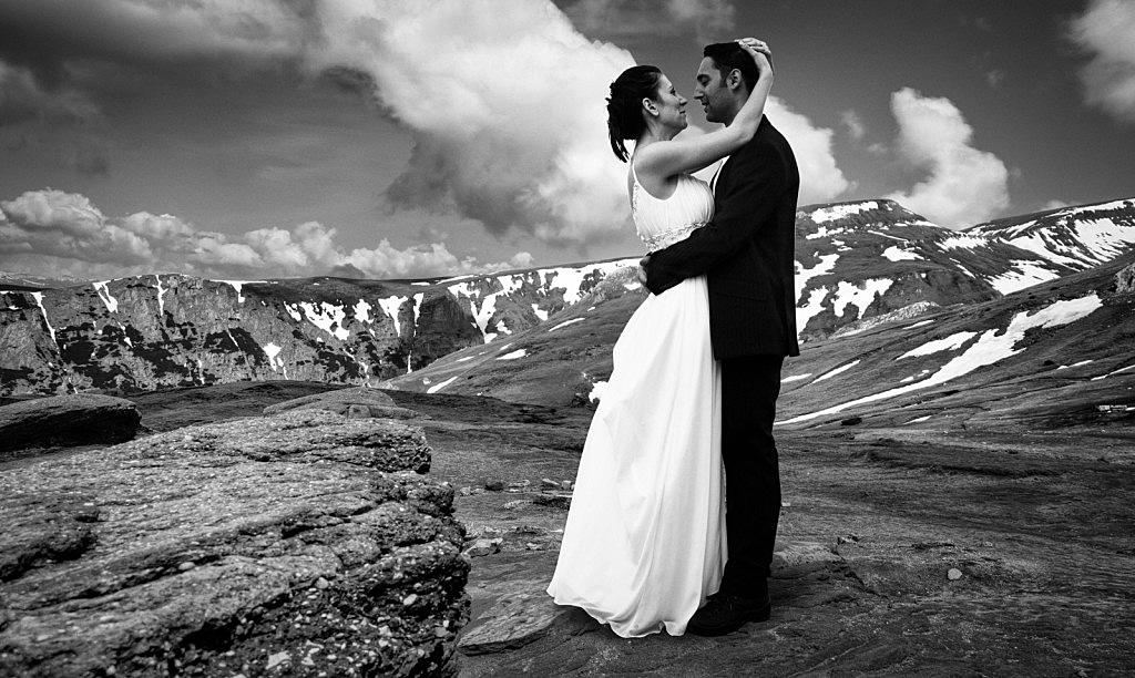 Huwelijk in Roemenie van Elena en Andu